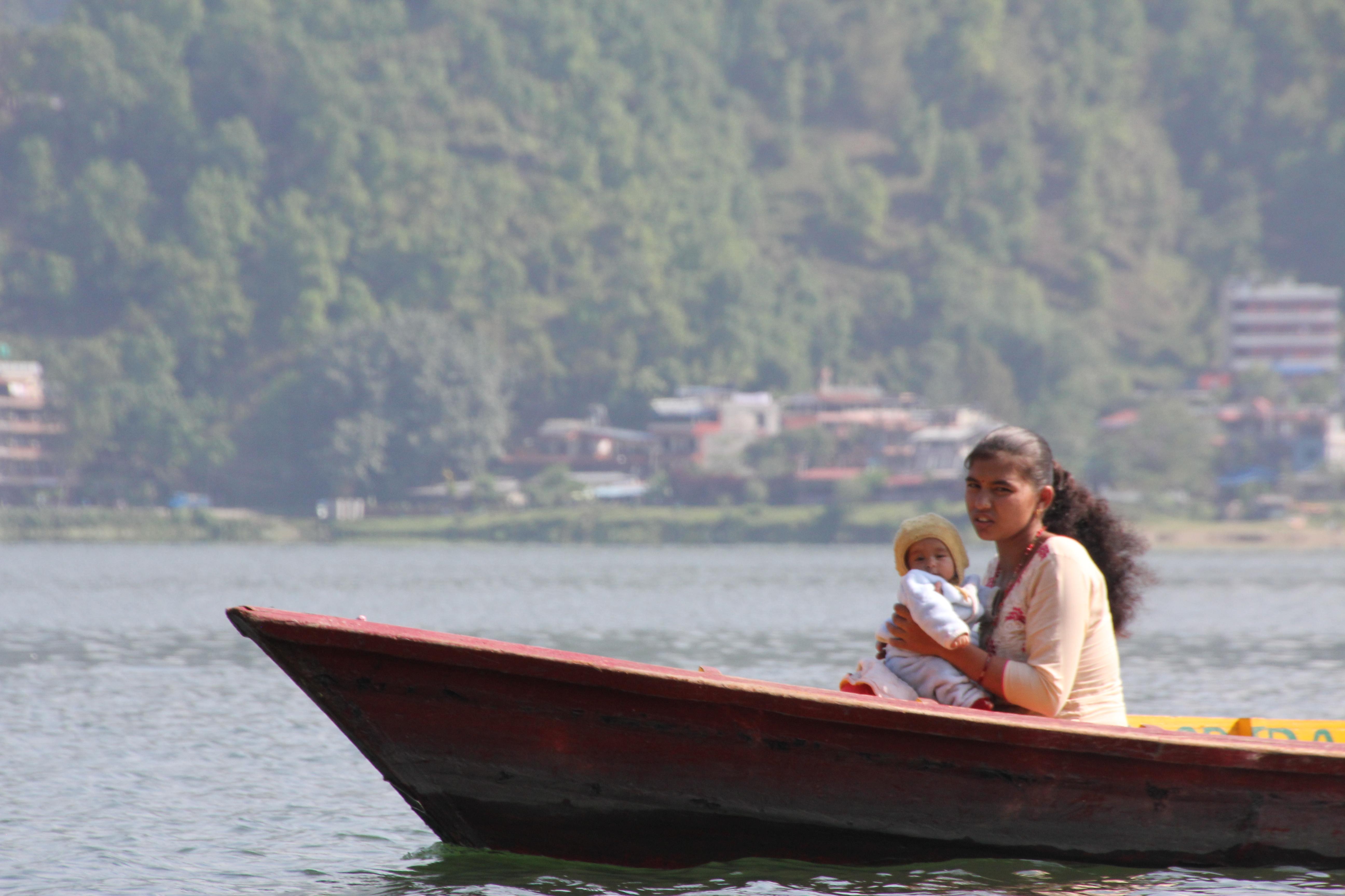 Podróż kajakiem przez Phewa Tal