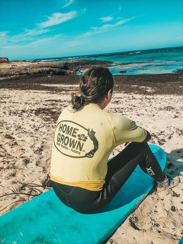 Surfing przy Playa Punta Blanca w Fuerteventurze